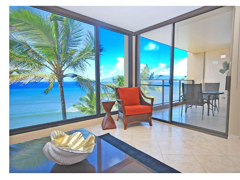 Spectacular Direct Oceanfront Newly Remodeled Mahana 1BR/1BA on Kaanapali Beach!, holiday rental in Lahaina