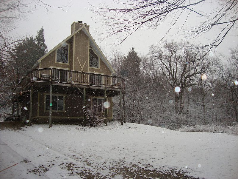 Charming Ski Chalet Minutes From Okemo Mountain!, vacation rental in Ludlow