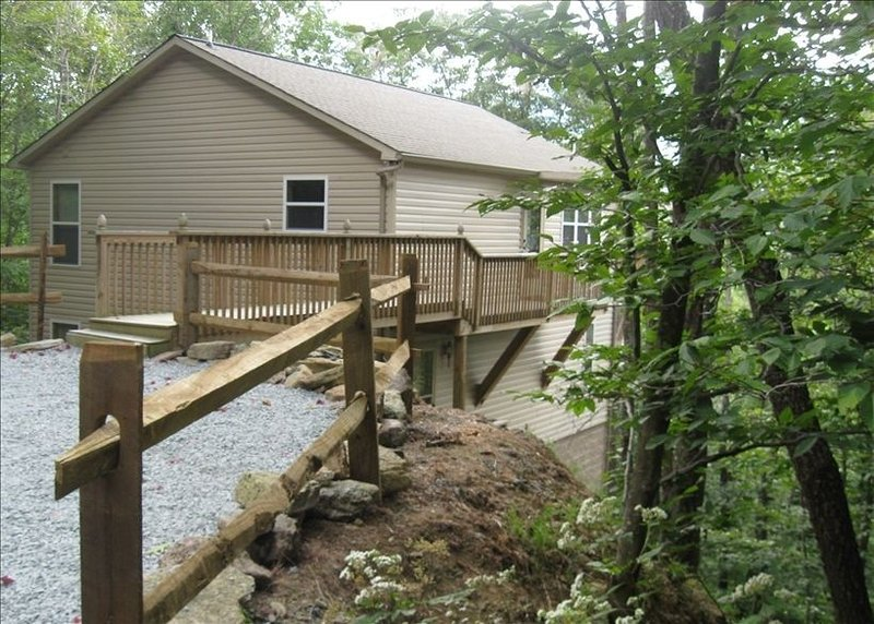 Enjoy 'Beauty and the Beech' at Beautiful Beech Mountain, ~NC~, holiday rental in Beech Mountain