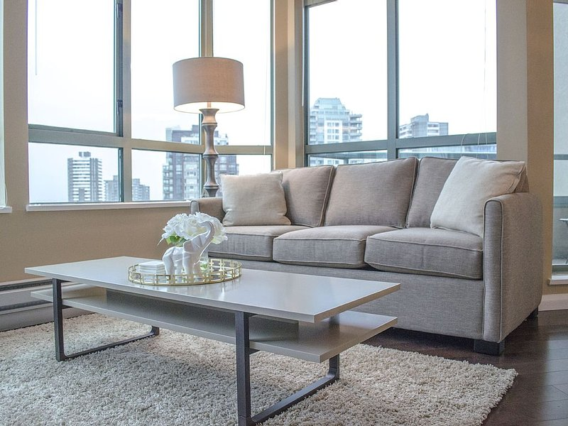 2 BDRM Downtown Condo, Sleeps 6, 5 minute walk to 22km seawall walk, holiday rental in Vancouver