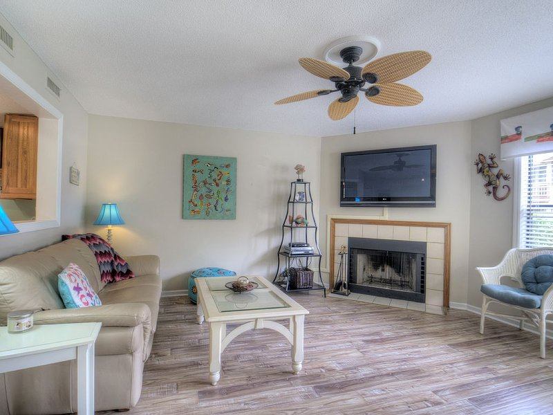 Strollin' to the Beach! Walk to the Village! 0.7 Miles to Beach!, holiday rental in Saint Simons Island