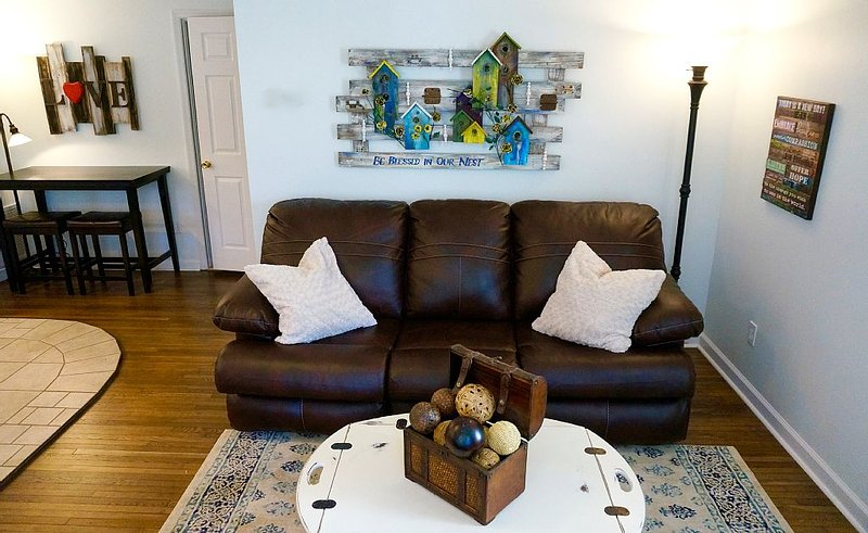 Cozy 2BR, 2BA Basement Apartment -- Across From White Oak Mtn Trails, holiday rental in Ooltewah