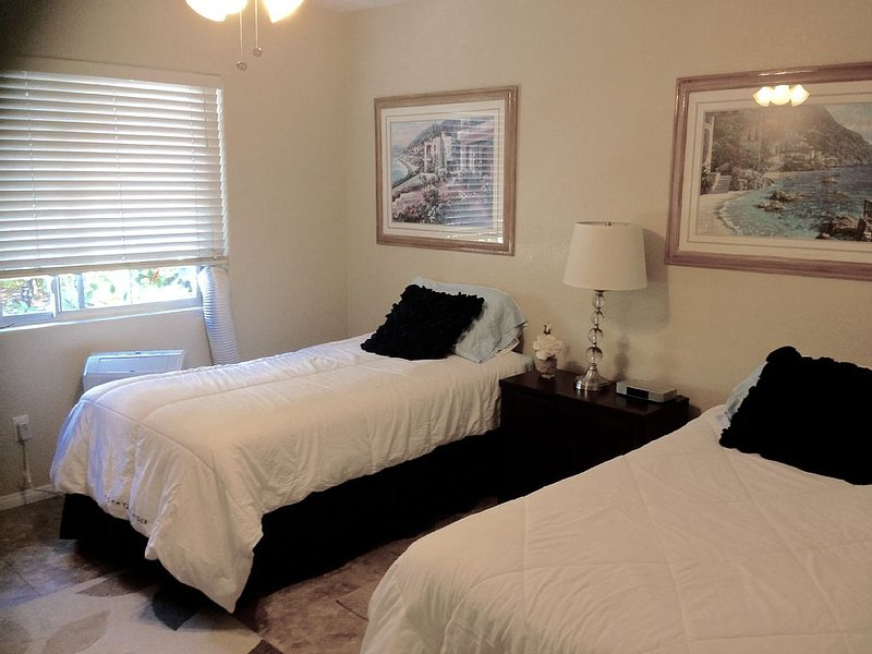 Gorgeous Guest House With Large, Heated Pool!, holiday rental in Chula Vista