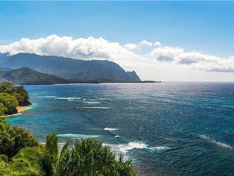 Pali Ke Kua 202. Oceanfront Luxury, with Bali Hai Views, Huge Lanais, Pool, alquiler vacacional en Kauai