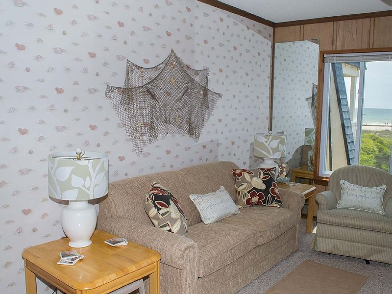 Oceanview Condo with great amenities!, holiday rental in Morehead City