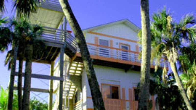 Gorgeously-appointed 4-bedroom beach home steps away from pristine beaches., holiday rental in Captiva Island