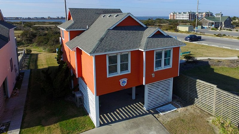 Location Location Location - Stay at OBX Life II Ocean, sound, and park views!!, location de vacances à Nags Head