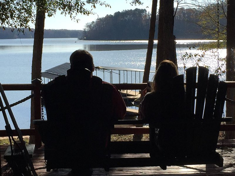 Contentment  Cabin on Lake Hartwell, holiday rental in Eastanollee
