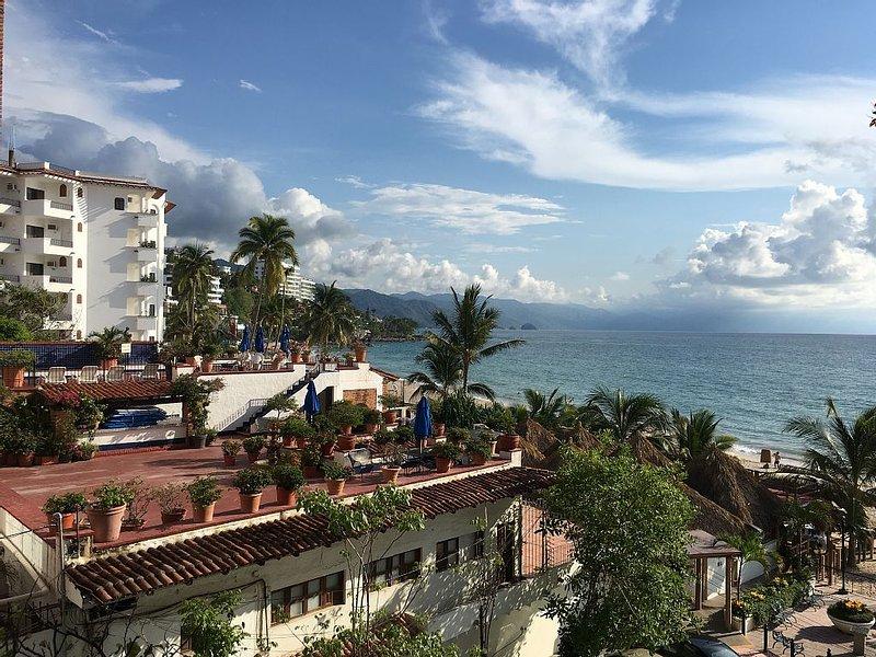 Luxury La Palapa 1 Bedroom Studio on Los Muertos Beach, vacation rental in Puerto Vallarta