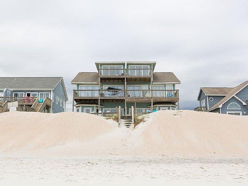 Beautiful 5 BR/3BA Beachfront Home:  Pet Friendly & Sleeps 16, holiday rental in North Topsail Beach