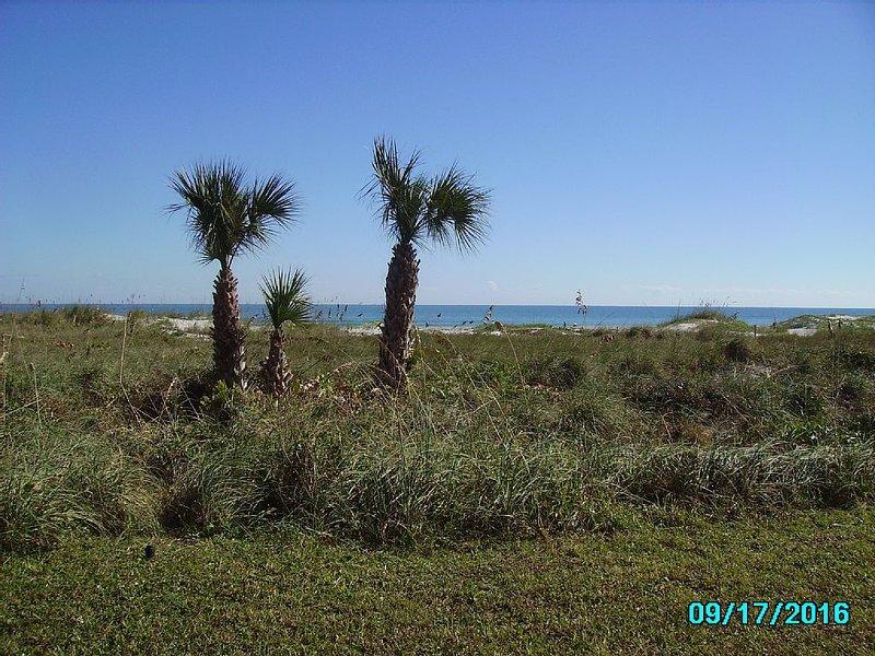 Direct Ocean- Sandcastles Condo on the Beach, vacation rental in Merritt Island