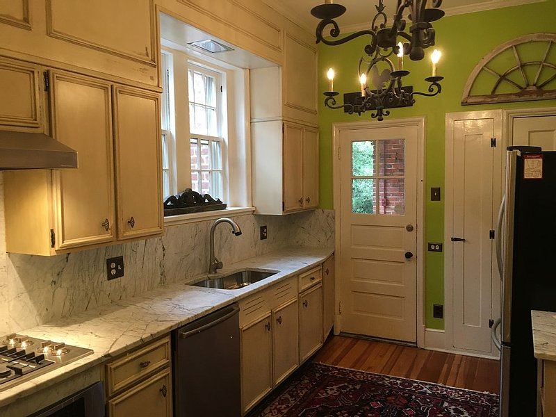 Stunning Mediterranean Monument Avenue flat in the heart of RVA's Fan District, holiday rental in Hanover