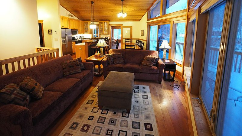 Summit Retreat-Spring Sale! 3 nites for the price of 2! April and May only, vacation rental in Lutsen