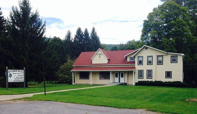 Four bedroom (PET FRIENDLY) House with two full baths, location de vacances à Wellsboro