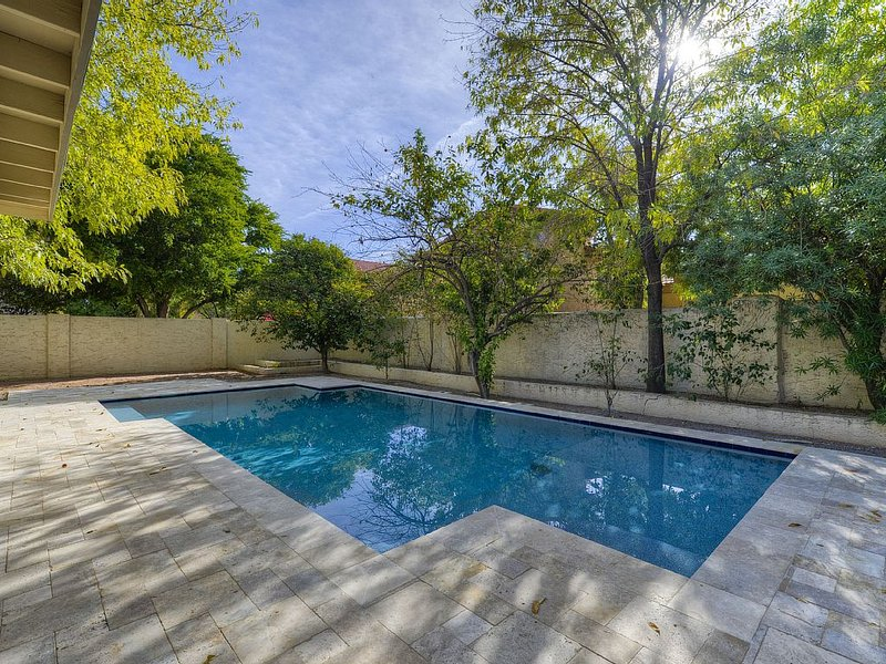 Scottsdale! - Heated Pool Included! Easy Access to Barrett/Jackson Car Show!, alquiler de vacaciones en Scottsdale