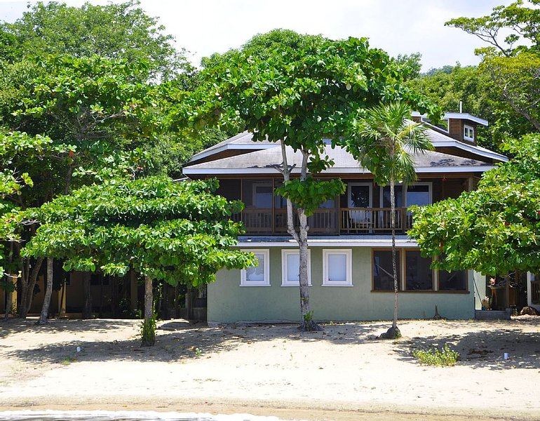 Beachfront, Affordable Upscale Caribbean Vacation!, Ferienwohnung in Sandy Bay