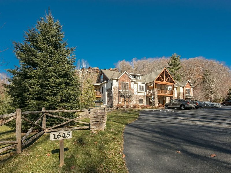 The Creekside Condo at The Lodges at Elkmont, vacation rental in Banner Elk