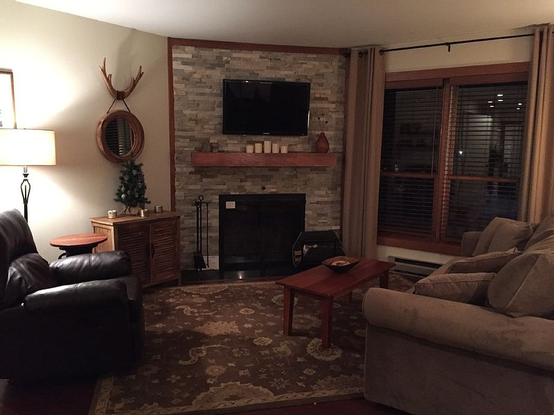 Beautifully Renovated Condo, Ski Home, Close to Ski Lifts and Night Life, location de vacances à Killington