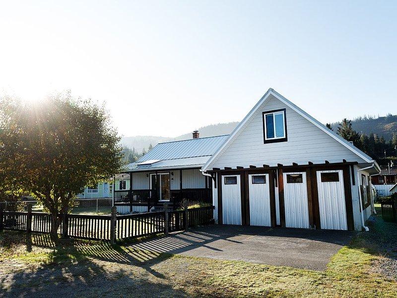 Spacious, Family-Friendly 4BR Retreat, casa vacanza a Isola di Vancouver