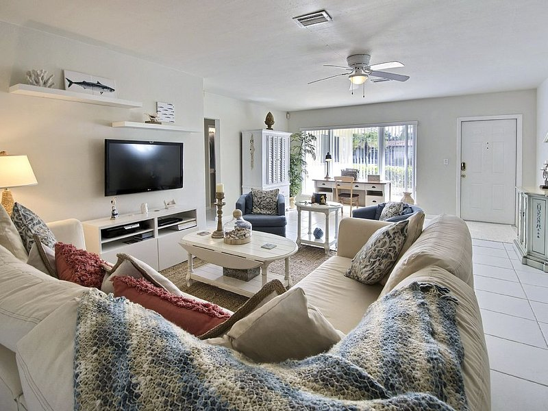 The Flamingo House awaits in Heart of Lauderdale by the Sea!, holiday rental in Lauderdale-By-The-Sea