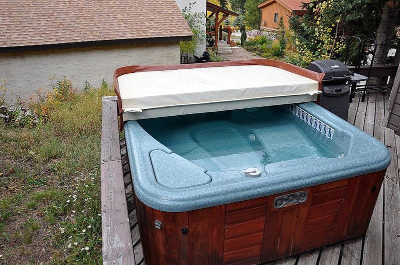 Hot tub - Private hot tub on your private deck!