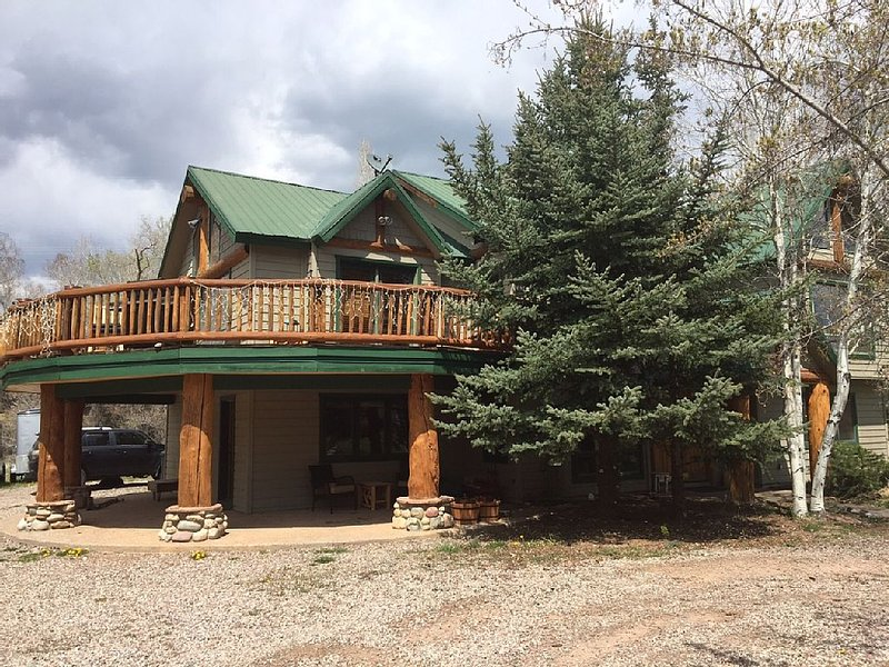 Close to Aspen, Snowmass, Family Friendly, Pet Friendly - PRIVATE yet convenient, vacation rental in Basalt