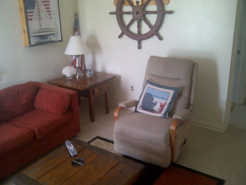 Bay View, Walk To Ocean And Bay Beaches, vacation rental in Ship Bottom