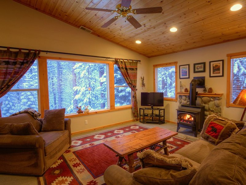Gorgeous Forest Views, Walk to Clubhouse, Family Friendly, Free Wi-Fi, alquiler de vacaciones en Truckee