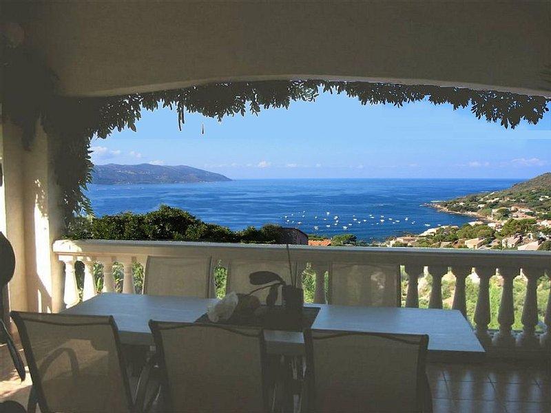 Villa avec piscine, vue panoramique sur le Golfe de Sagone à 180°, très calme, p, location de vacances à Corse-du-Sud
