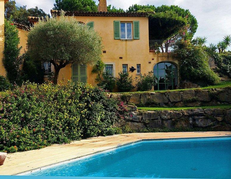 Presqu'île de Saint Tropez, grande villa à 100 m de la mer, location de vacances à La Croix Valmer