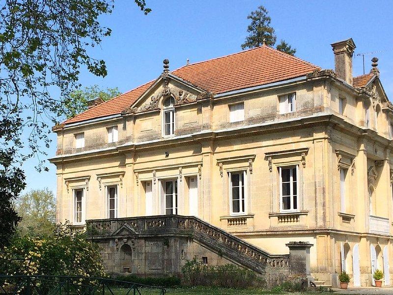 gîte 4 pers. rez de jardin-château Le Taillan Médoc (33), casa vacanza a Arsac