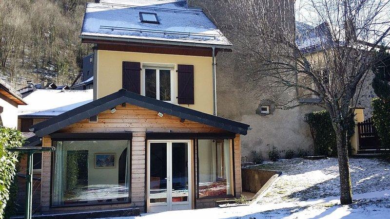 Maison plein centre, quartier calme, jardin privé, vue imprenable, location de vacances à Cauterets