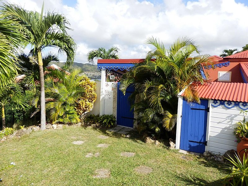 Sainte Anne, Villa créole vue mer et rocher du diamant, proximité plage, holiday rental in Sainte-Anne