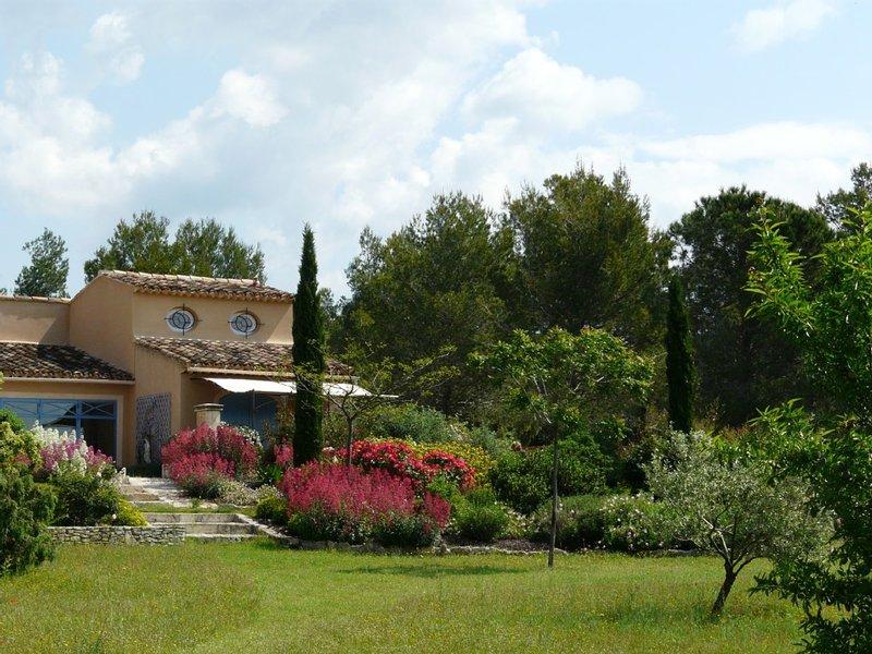 L'Isle sur la Sorgue, Maset provençal de charme pour 2,   avec vue panoramique, holiday rental in Lagnes