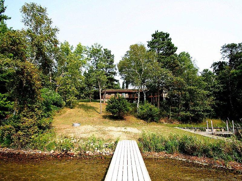 Beautiful And Private Lake Home On Birch Lake, alquiler de vacaciones en Hackensack
