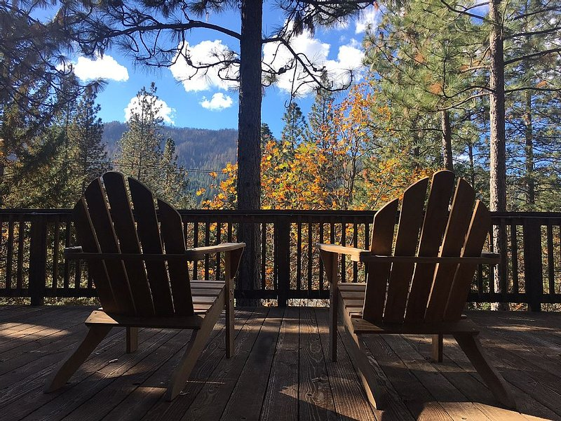 Starview Lodge: Quiet Mountain Home Bordering State Forest, casa vacanza a Cobb