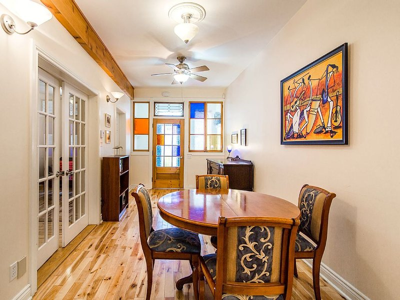 Cozy Atwater Canal 1 - 2 BR APPARTEMENT near DOWNTOWN, SUBWAY, vacation rental in Montreal