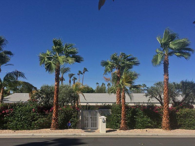 Mid-Century Modern Soul, Lux Euro Sleek Style. El Paseo - South Palm Desert, alquiler de vacaciones en Palm Desert
