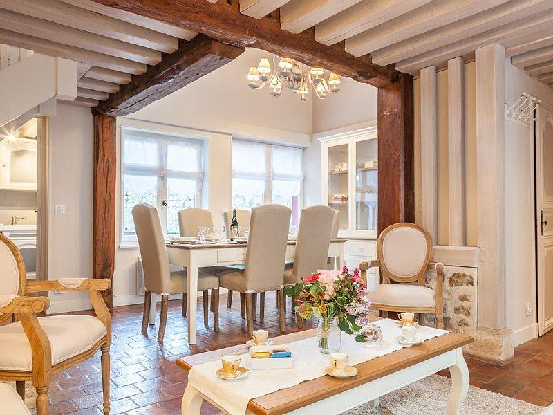 * La Maison du Pêcheur avec jardinet * Plein Cœur du Centre Historique Honfleur, holiday rental in Honfleur