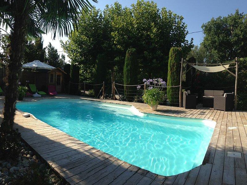 Gîte privé avec piscine chauffée et abri, climatisé en pleine nature au calme, holiday rental in Moussoulens