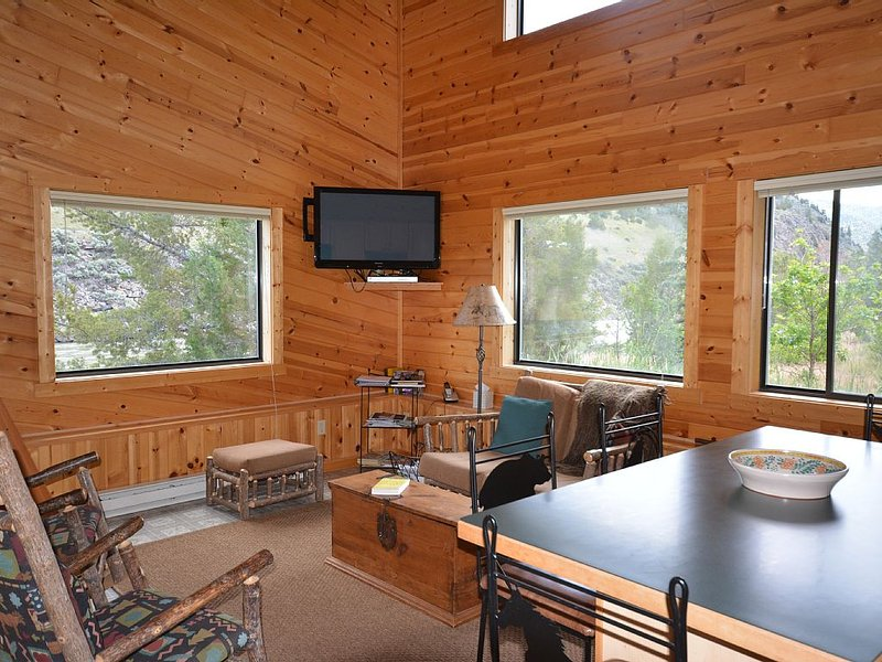 Horse Ranch on the Yellowstone River. 15 minutes to Yellowstone Park., casa vacanza a Emigrant