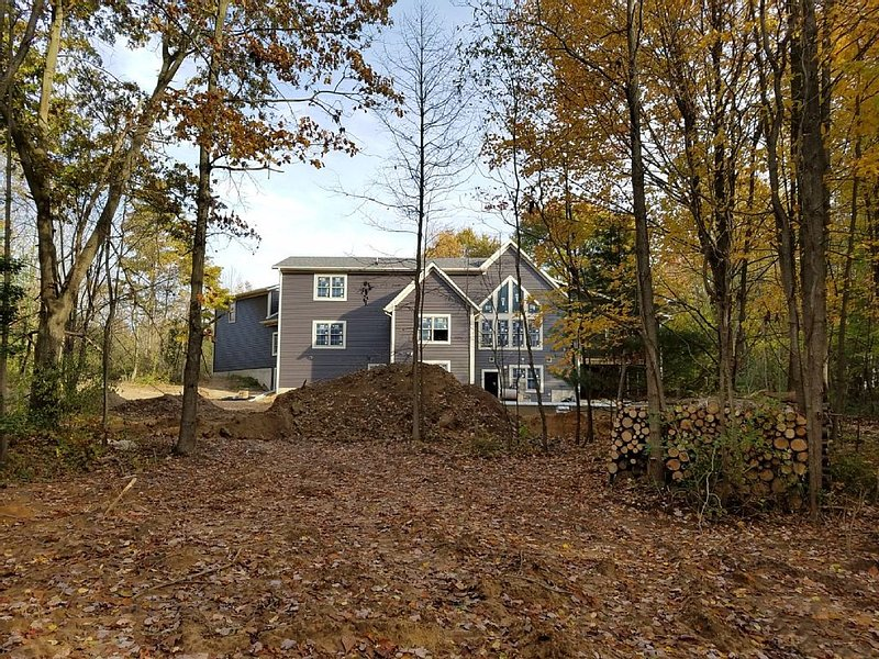 Sleeps 38! Large Home on 15 acres with pool, hot tub, pond and more, vacation rental in Saugatuck