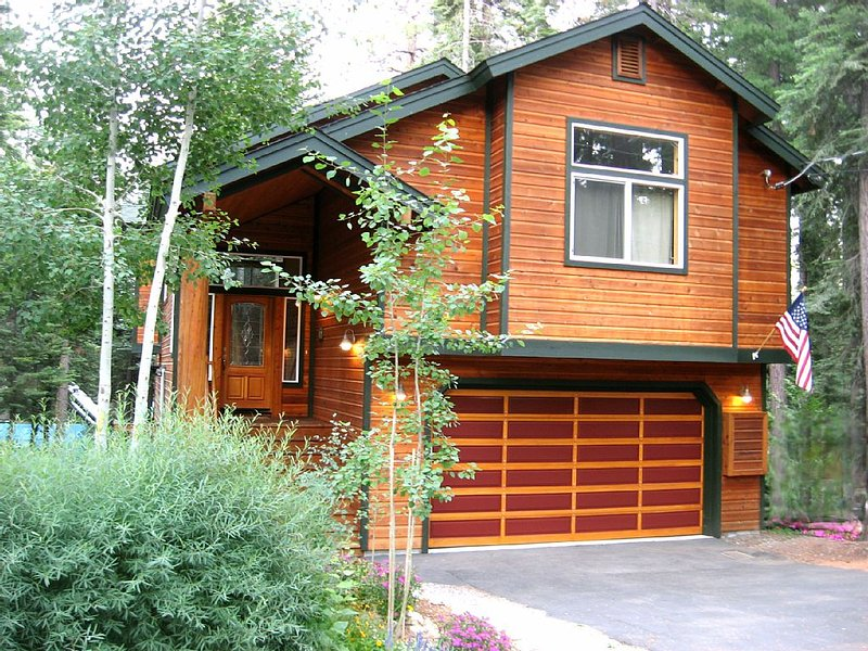 Affordable Luxury-Large and Well Appointed with available 100' Sled Run, vacation rental in Tahoma