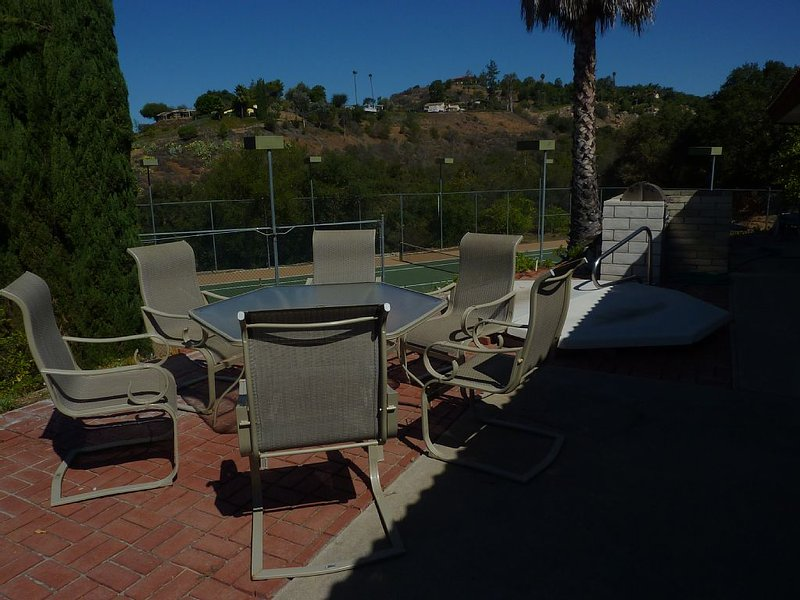 Jacuzzi,BBQ and tennis court