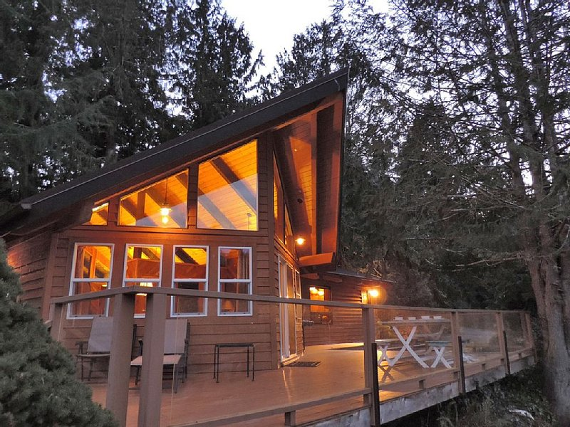 Enjoy waterfront, boat, nature in comfy private home, location de vacances à Allyn