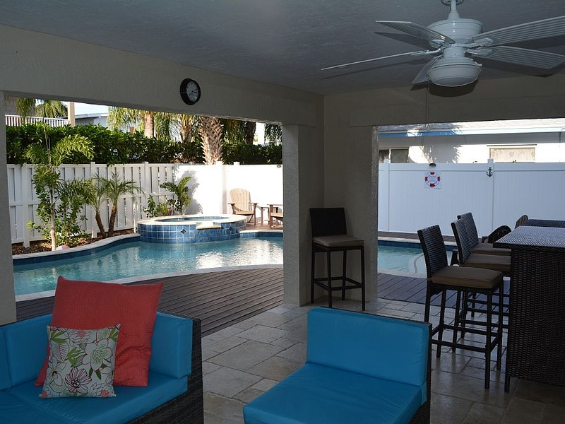 Can be rented with VRBO #639099 to accomodate up to 12 people and 8 cars, holiday rental in Holmes Beach
