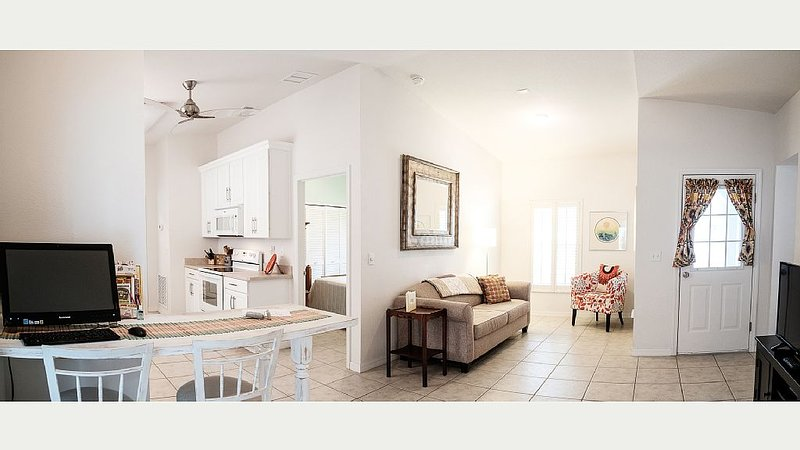 Cozy Apartment Near Downtown Eustis, FL, holiday rental in Umatilla