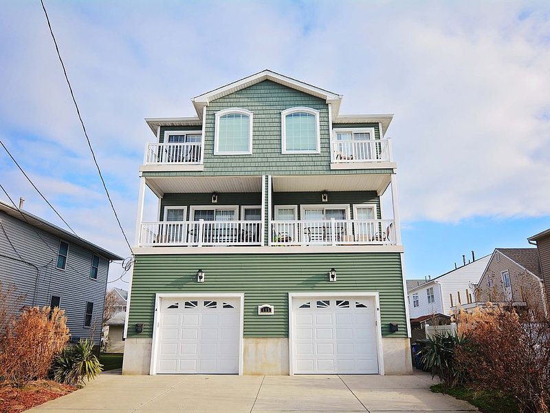 ***WOW!!! LOW SPRING WEEKEND RATES!!!. GREAT FOR GROUPS!!!*** PETS OK!! Unit B, vacation rental in Brigantine