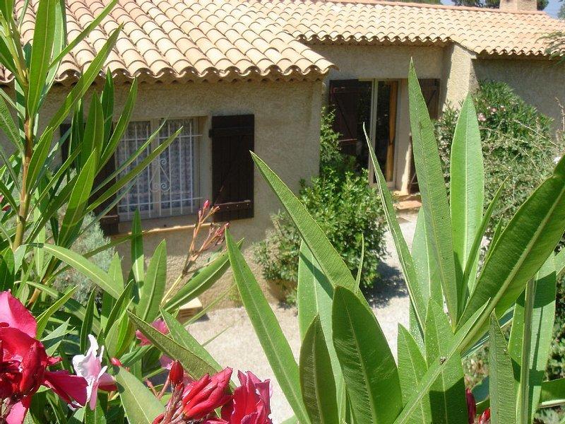 Charmante maison provençale, belle vue, près plage, piscine, tennis, Ferienwohnung in Ste-Maxime