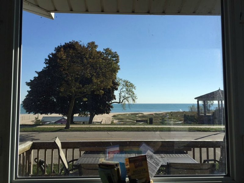 Enjoy Beachfront Living With family!, holiday rental in Somers